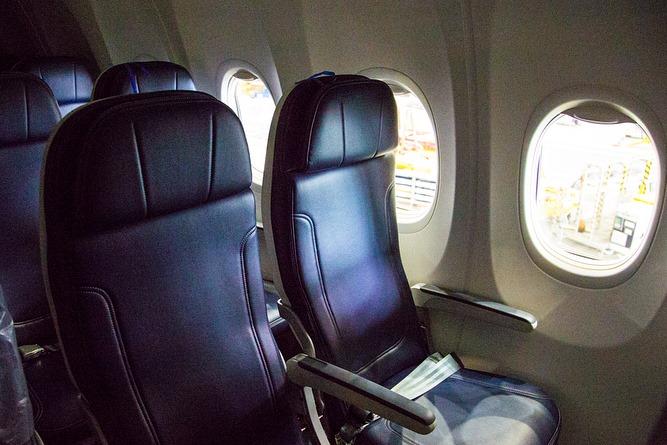 Boeing 737 MAX 8 салон 2.jpg