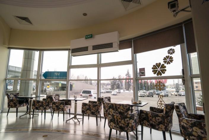Новый зал ожидания с капсульным отелем в аэропорту Алматы.JPG