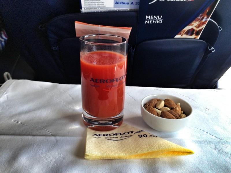 томатный сок в самолете.jpg