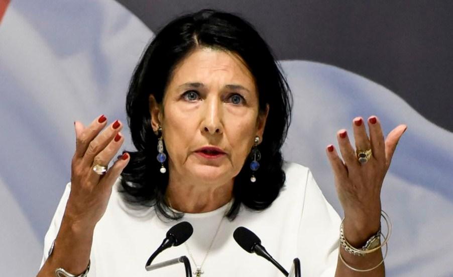 Президент Грузии заявила, что политика не должна влиять на поток туристов из России