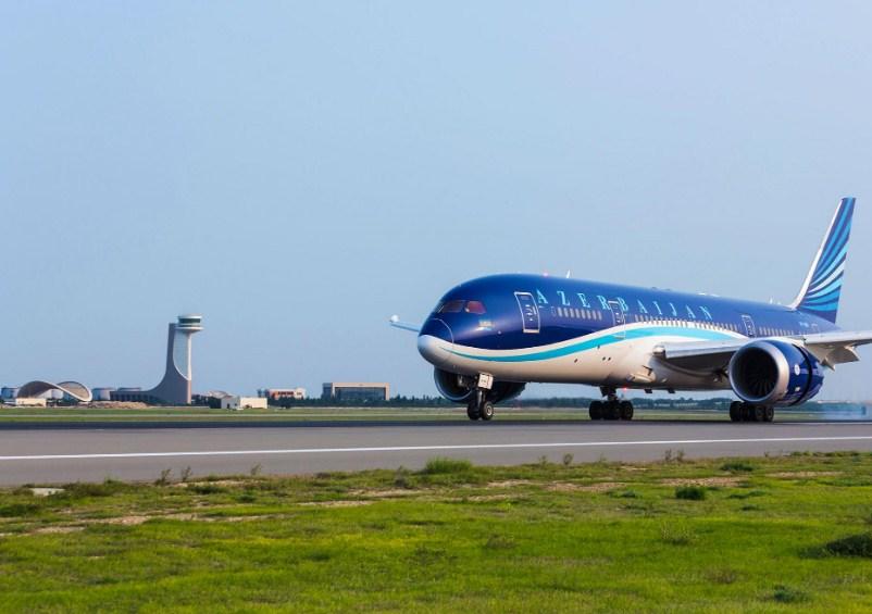 Самолет AZAL экстренно сел в Лянкяране
