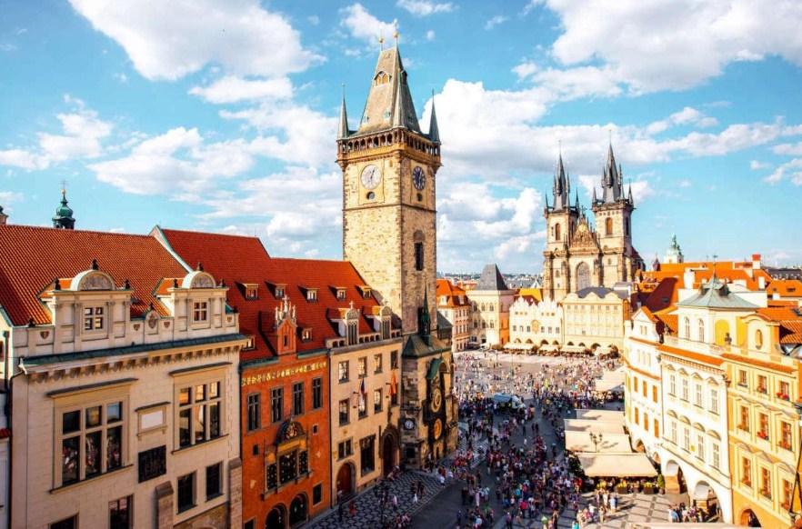 Уральские авиалинии приостановили рейсы в Прагу