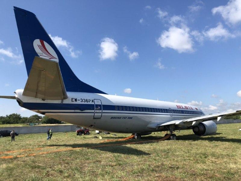 Самолет Belavia выкатился за пределы ВПП в аэропорту Киева