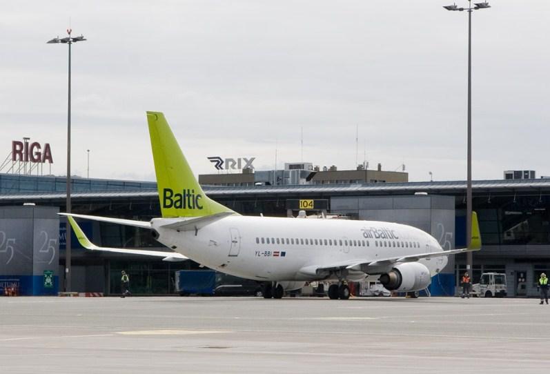 Вылетевший в Москву самолет AirBaltic совершил экстренную посадку в Риге