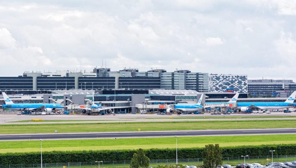 В амстердамском аэропорту отменили рейсы