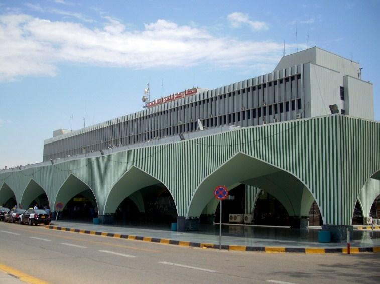 Аэропорт в Триполи возобновил работу после обстрела