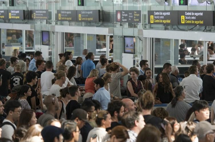 Бессрочная забастовка в аэропорту Барселоны