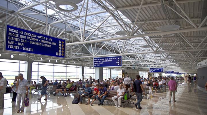 В Украине пассажиропоток аэропортов вырос на 100%